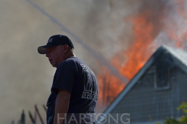 Multi-alarm Woodlawn apartment fire ©Malinda & Glenn Hartong, Hartong Digital Media llc